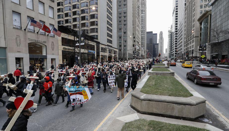 Estados Unidos: Cientos de personas marcharon contra la ola de homicidios en Chicago