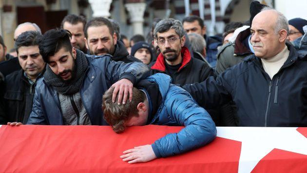 Turquía: Al menos 39 muertos dejó ataque en discoteca de Estambul. (EFE)