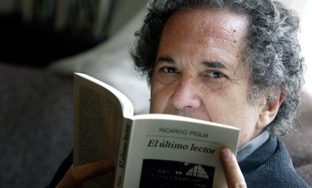 En el 2013 recibió el Premio Iberoamericano de Narrativa Manuel Rojas (Diario de Cultura).