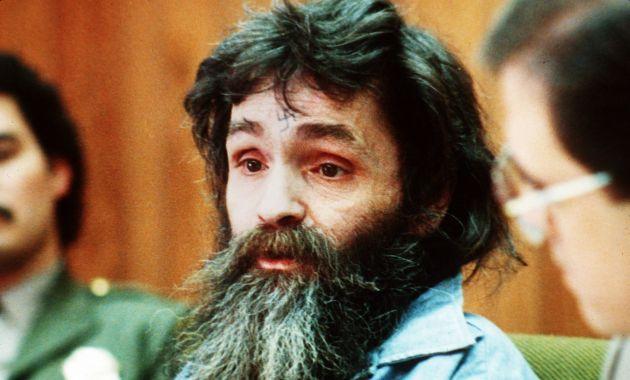Medios reportaron que el asesino Charles Manson, de 82 años, fue llevado a un hospital de emergencia en California (AP).