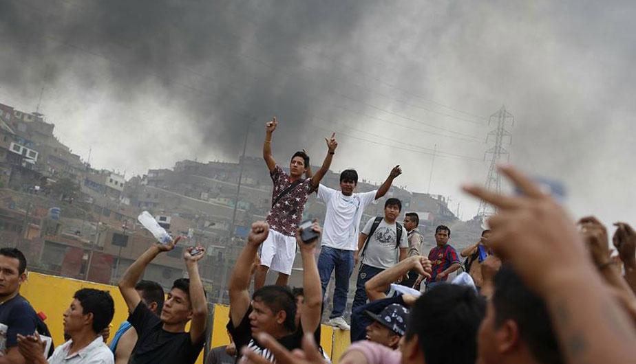 Tras las violentas manifestaciones, los alcaldes de Comas, Ancón, Independencia y Santa Rosa reclaman por alza en la tarifa de peajes en Puente Piedra. (Atoq Ramón)