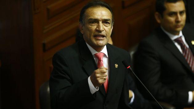 Héctor Becerril marcó distancia de posición expresada por su colega de bancada Bienvenido Ramírez. (Luis Centurión/Perú21)