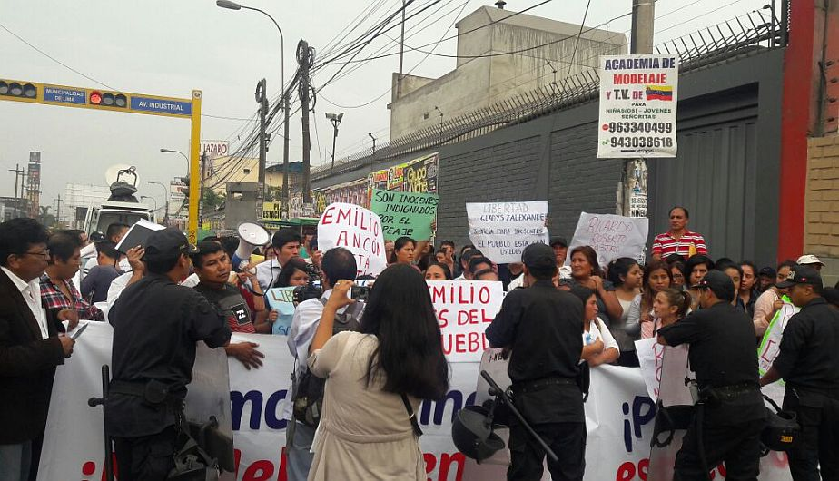 Familiares de los 55 detenidos en Puente Piedra exigen su libertad