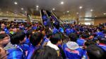 Carlos Tevez causó furor en el aeropuerto de China - Noticias de videos de futbol