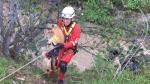 Bomberos de Huancayo rescatan a perrito que se encontraba atrapado en acantilado - Noticias de bomberos