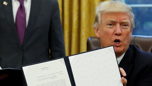Donald Trump retira a Estados Unidos del TPP