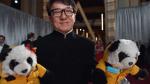 ¿Por qué Jackie Chan llegó a los Oscar 2017 con pandas de peluche? - Noticias de jackie chan