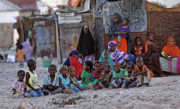 ONU alerta de muerte de unos 185 mil niños en Somalia por desnutrición (AP).