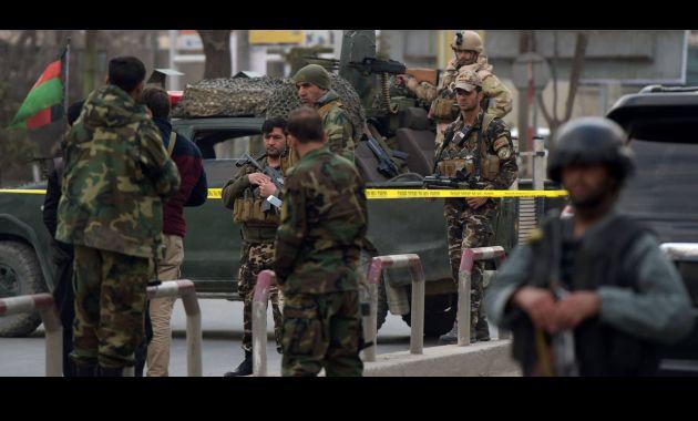 Estado Islámico deja al menos 30 personas muertas en ataque (El País).
