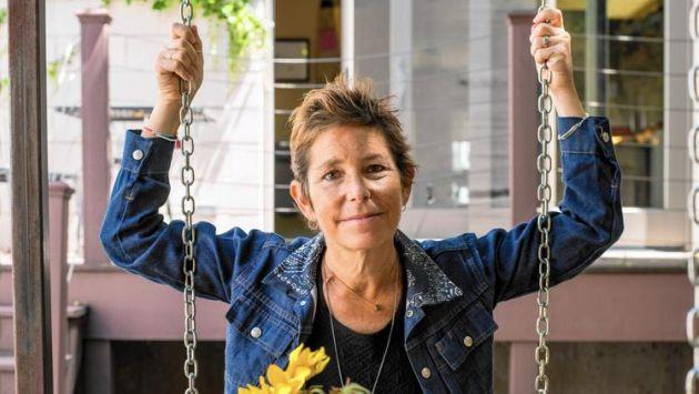 Murió la escritora enferma de cáncer que le buscaba pareja a su marido. (NewYorkTribune)