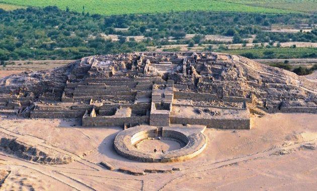 Suspenden visita a zona arqueológica de Caral  por desborde de río (TV Perú).