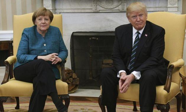 Donald Trump y Angela Merkel reunidos en el Salón Oval (elcolombiano.com).