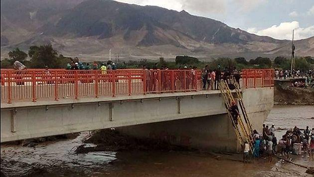 17 vías bloqueadas y 10 con tránsito restringido en el país por lluvias y huaicos. (@PoliciaPeru)