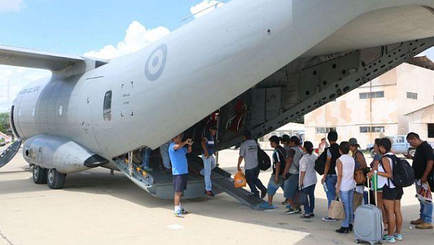 Fuerza Aérea continúa transportando a cientos de damnificados en Piura. (Andina)