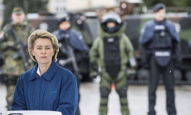 Ursula von der Leyen, ministra de Defensa de Alemania, rechazó que país tenga deudas con la OTAN (Efe).