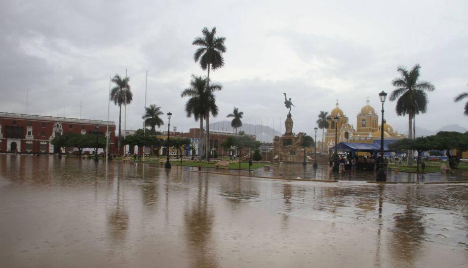 Centro de Trujillo inundado por el sexto huaico en la semana [Fotos y video]