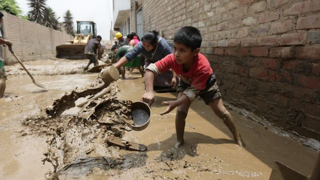 Más de 200,000 niños, niñas y adolescentes han sido afectados por los huaicos. (Perú21)
