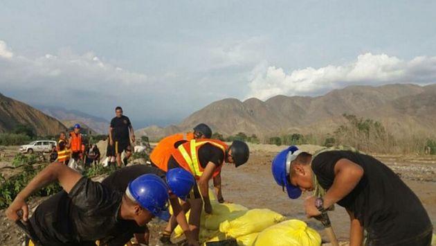 Huarmey: Personal del Ejército realiza labores para evitar nuevas inundaciones. (Andina)
