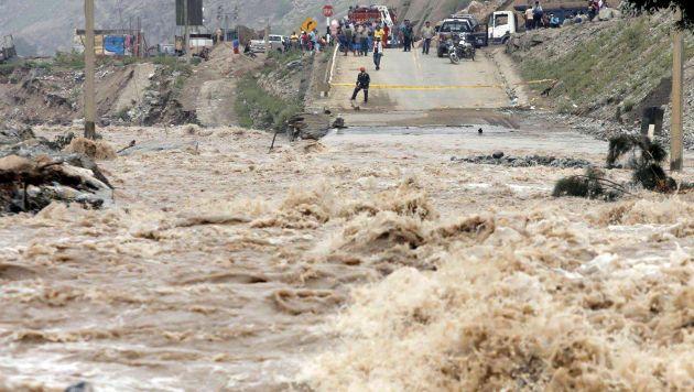 Río Rímac se desbordó e inundó el Km. 44 de la Carretera Central [Video y fotos]