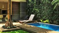 La madera es un elemento indispensable para un ambiente tropical. (Estilos Deco)