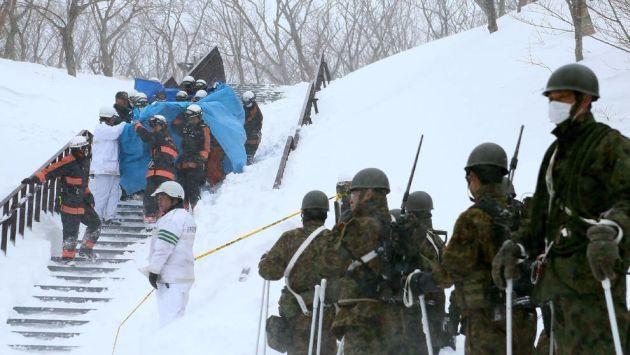 Policía encontró a ocho estudiantes sin vida tras avalancha (Diario de Navarra).