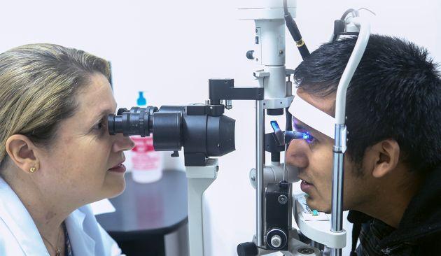 Médicos recomiendan hacerse chequeo ua vez al año, a partir de los 40 años, para prevenir la catarata y el glaucoma. (Difusión)