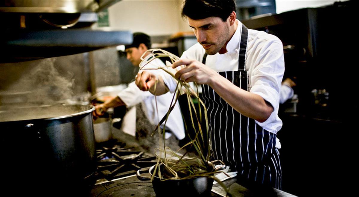 qui n es virgilio mart nez el peruano elegido mejor chef