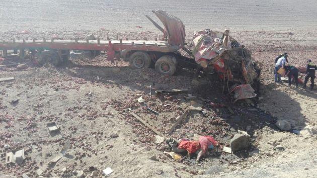 Camión quedó destrozado por el impacto. (Miguel Idme)