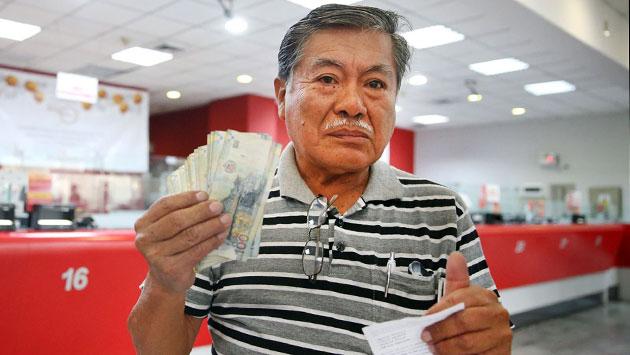 Personas optan por sacar su dinero al jubilarse. (Andina)
