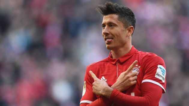 Robert Lewandowski anotó de penal. [EFE]