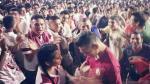 Universitario de Deportes: Hincha 'crema' le pidió la mano a su novia en el estadio Monumental - Noticias de pasion alianza lima