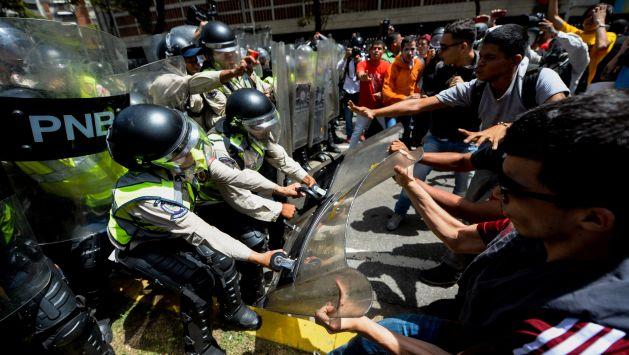 Congreso se solidariza con venezuelanos que protestan contra Maduro (AFP)