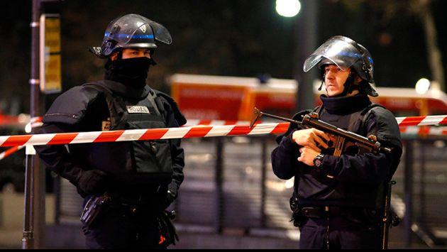 Tiroteo deja un policía muerto y un herido (RT).