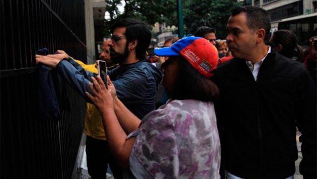 Diputados protestan en la puerta del Ministerio de Interior (La Tribuna).
