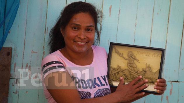 Evangelina Chamorro recibió la obra de Édgar Humberto Álvarez.