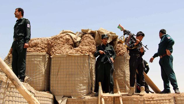 Fuerzas afganas montan guardia. (Referencial/ EFE)