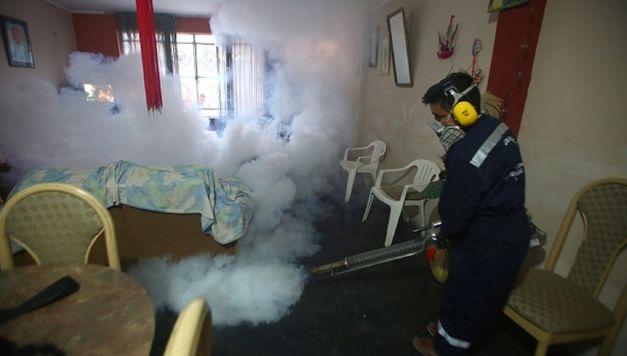 Siguen las labores de prevención para eliminar el zancudo transmisor del dengue. (Difusión)