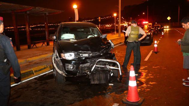 Camioneta impactó contra dos motocicletas en las que iban cuatro jóvenes, tres de ellos fallecieron. (USI)
