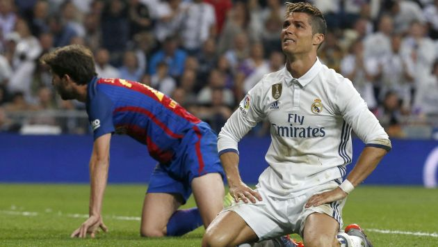 Barcelona y Real Madrid, primero y segundo, respectivamente, llevan 87 puntos en la clasificación española. Sin embargo, los merengues mantienen un duelo pendiente. (EFE)