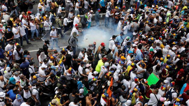 Suben a 42 el número de víctimas en las protestas antichavistas (Univision).