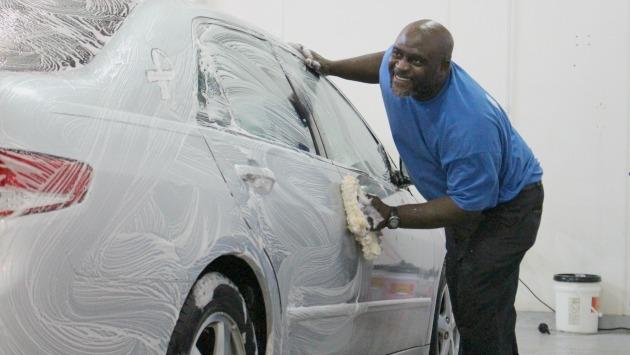 ¿Cómo debo limpiar mi auto eficientemente? Consejos prácticos para mantener tu auto como nuevo (USI)