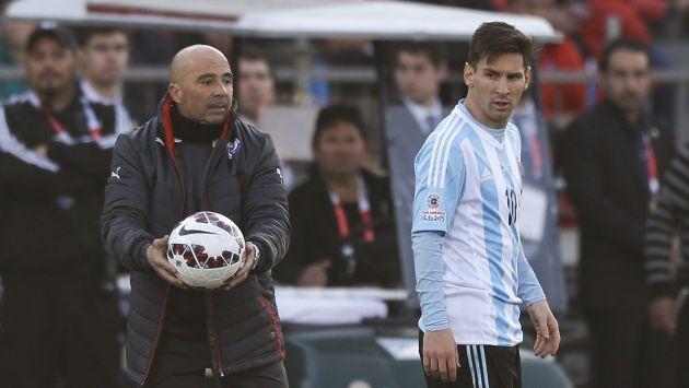 Jorge Sampaoli se estrenaría como seleccionador argentino, nada menos, que frente a Brasil. (AP)