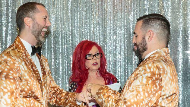 La cantante ofició la boda antes de un concierto (AFP)