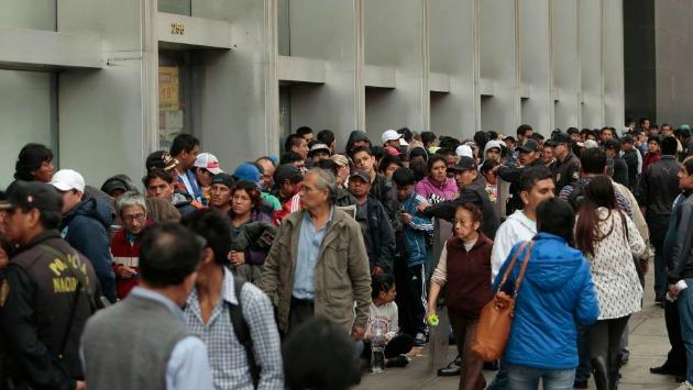 Se recibirá en la Videna a aquellos que compraron su entrada para el Perú-Brasil y no pudieron entrar. (Anthony Niño de Guzmán/Roberto Cáceres)