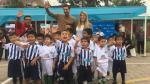 Claudio Pizarro se puso a 'pelotear' con los niños. (Aldeas Infantiles SOS Perú)