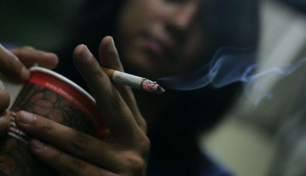 Cada día más jóvenes se inician en el consumo de cigarros en el Perú. (USI)