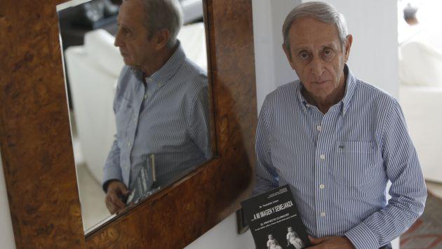 Teobaldo LLosa es médico psiquiatra y forma para de El proyecto clonacer.