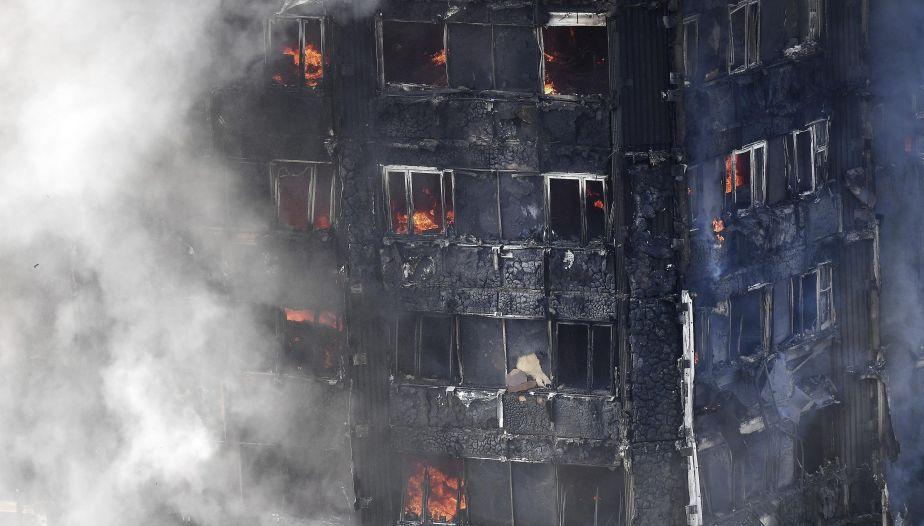 Londres: Al menos 6 muertos por incendio de un edificio
