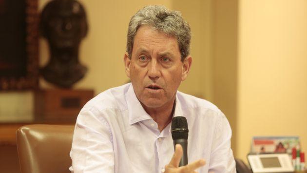 Ministro dio mensaje a sus colaboradores en medio de aplausos (Gestión )