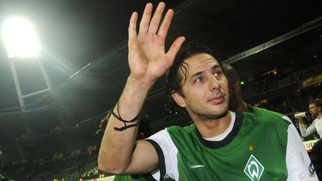 Claudio Pizarro aún no define cuál será su destino en el último año de su carrera como futbolista profesional. (AFP)